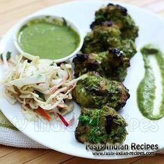 Hariyali Chicken Kabab Recipe is made by marinating the Bone.- Hariyali Chicken Kabab Recipe is made by marinating the Boneless Chicken Pieces in Green Paste of Mint, Coriander, Spinach and Methi Leaves. Kebab Recipes, Veg Recipes, Indian Food Recipes, Cooking Recipes, Shot Recipes, Indian Snacks, Chicken Snacks, Grilled Chicken Recipes, Gourmet