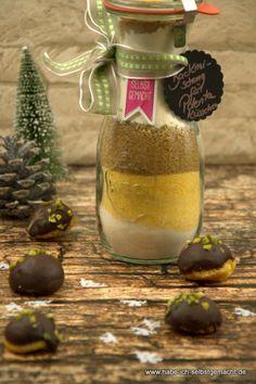 Geschenke zum Selbermachen sind sehr gefragt! Warum nicht eine Plätzchen Backmischung für Polenta Küsschen selber machen? Eine Backmischung im Glas kann man schnell und einfach selbst herstellen und hat somit ein DIY Weihnachtsgeschenk. Ich finde diese kleinen, italienischen Plätzchen wahnsinnig lecker. Und durch die nette Größe sind sie mit einem Haps im Mund. Schön schokoladig [...]