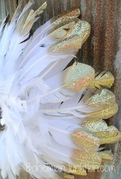 Gorgeous gold tipped feather wreath... beautiful!