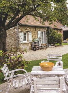 French Exterior, Interior Exterior, Cozy Cottage, Cottage Style, Provence Garden, My French Country Home, Rural House, Cottage Exterior, Garden Deco