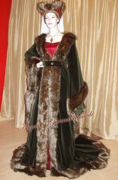 Houppelande Medieval Dress. Beautiful.
