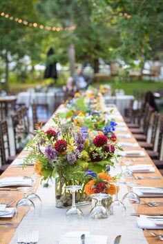 Lots of nature-inspired touches #Centerpiece / Photography by johnstonestudios.com