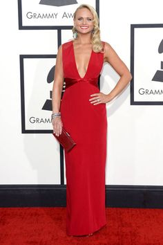 Miranda Lambert wore a red deep v Pamella Roland gown with metallic shine on the waist. Her body looks amazing and this dress fits her perfectly! I love the green earrings with the red dress. Celebrity Red Carpet, Celebrity Dresses, Celebrity Style, Celebrity News, Elie Saab, Grammy Awards 2014, How To Look Skinnier, Red Gowns, Miranda Lambert