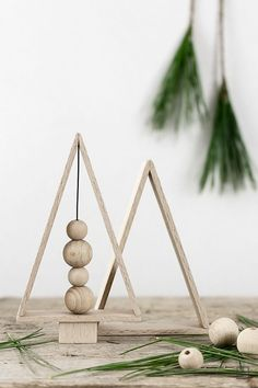 How to make a DIY Scandinavian Christmas decoration – ohoh decoration – christmas decorations Scandinavian Christmas Decorations, Decoration Christmas, Wooden Christmas Trees, Christmas Tables, Modern Christmas Decor, Home Decoration, Coastal Christmas, Holiday Decorating, Xmas Decorations