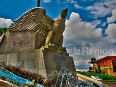 """Monumento a la Bandera, conocido popularmente como """"El águila"""" en Zitácuaro, Michoacán, México.  fotosdezitacuaro.blogspot.mx"""