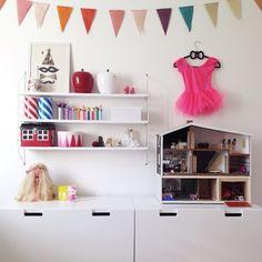 Via mamamekko - Äntligen bra förvaring på Mollys rum! STUVA lådor från IKEA-rymmer massor av skräp, eller jag menar leksaker.