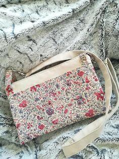 Triple pochette ChaChaCha blanc et tissu fleuri cousu par Lulu Créas - Patron Sacôtin