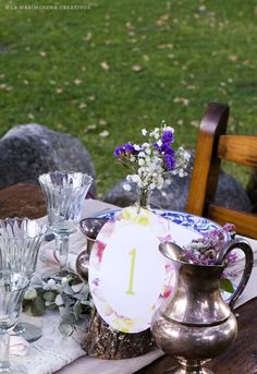 """©La Marimorena Creativos - """"Modelo Velvet"""" (perteneciente a Col. Nature).  Número de mesa para bodas con un diseño alegre y fresco con toques primaverales y flores preciosas. www.lamarimorenacreativos.bigcartel.com"""