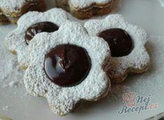 Vynikajíci oříškové vánoční cukroví | NejRecept.cz Christmas Baking, Cookie Cutters, Crochet Earrings, Cooking Recipes, Cookies, Mini, Food, Inspiration, German Cookies