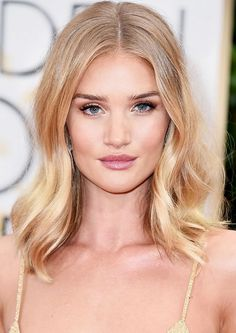 Rosie Huntington Whiteley's honey blond hair and rosy pink pout make for a perfect combination