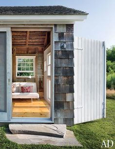 A Rambling, Shingle-Clad Summer House in the Hamptons Photos | Architectural Digest