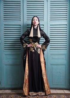 Vietnamese Clothing, Vietnamese Dress, Traditional Fashion, Traditional Dresses, Vietnam Costume, Vogue Editorial, Vietnamese Traditional Dress, High Fashion Photography, Embroidery Dress