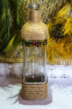 ~ click pe site pentru a cumpăra ~ ❁ ~ Painted oil bottle, and warped in twine. The results are pretty neat! I bet that there are some people that would like to have something like this handmade ornament in their kitchens. Oil Bottle, Handmade Ornaments, Handmade Home, Flower Vases, Dollar Stores, Twine, Create Your Own, Mason Jars, Candle Holders