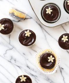 I adore marzipan! Marzipan Mini Cheesecakes with decadent chocolate ganache glaze. Chocolate Ganache Glaze, Chocolate Wafer Cookies, Chocolate Wafers, Decadent Chocolate, Chocolate Flavors, White Chocolate, Marzipan, Mini Desserts, Easter Desserts