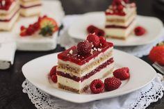 Prajitura cu zmeura si mascarpone- una dintre cele mai accesate retete de pe acest blog si incercata de zeci de cititotri. Mousse Mascarpone, Cake Receipe, Bakery Logo, Just Cakes, Raspberry, Cheesecake, Food And Drink, Easy Meals, Dessert Recipes