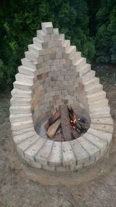 Backyard Fire Pit - This is one of the many ways to set up a fire pit . - Backyard fire pit – This is one of the many ways to build a fire pit in the garden. Cheap Fire Pit, Diy Fire Pit, Fire Pit Backyard, Backyard Patio, Backyard Landscaping, Backyard Seating, Landscaping Design, Wood Patio, Patio Design