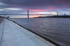 Lisboa, passeio junto ao Tejo entre Belém e o Cais do Sodré.