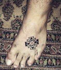 A little Chakana and my gadamn fine persian rug Peru Tattoo, Inca Tattoo, Body Art Tattoos, Cool Tattoos, Tatoos, Inca Art, Symbol Design, Sister Tattoos, Tattoo Designs