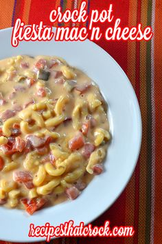Crock Pot Fiesta Mac n Cheese- Creamy slow cooker tomato mac and cheese-- sooo good! #CrockPot