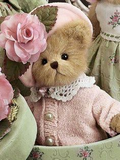 This is Ashlyn from Bearington Bears. She was introduced in spring 2006 and retired in She's one of my favorites. I think it's the pink. Tatty Teddy, Teddy Bear Hug, Cute Teddy Bears, Tilda Toy, Boyds Bears, Love Bear, Bear Doll, Bear Art, Rose Cottage