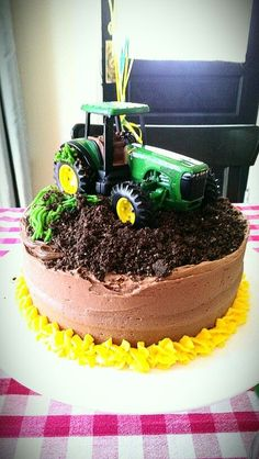 Make for bailey and maci for their bdays :) - Geburtstagskuchen , Tractor Birthday Cakes, Farm Birthday, 2nd Birthday Parties, Tractor Cupcakes, Birthday Ideas, Festa Monster Truck, John Deere Party, Gateaux Vegan, Farm Cake