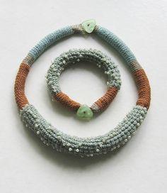 Thread Jewellery, Textile Jewelry, Paper Jewelry, Plastic Jewelry, Fabric Jewelry, Crochet Necklace Pattern, Crochet Bracelet, Textiles, Colar Boho