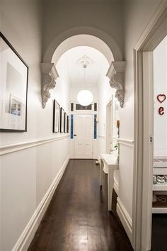 Classic victorian hallway I reckon this is the one that is most like my hallway, so gives a good indication of how a dark floor might look . Modern Victorian, Victorian Homes, Victorian Terrace Interior, Hallway Pictures, Hang Pictures, Hallway Ideas, Victorian Hallway, Modern Hallway, Ladders