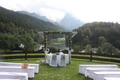 Trauung auf der Bergwiese - Rosamunde Pilcher inspirierte Sommerhochzeit in Pfirsich, Apricot, Pastelltöne - Heiraten in Garmisch-Partenkirchen, Bayern, Riessersee Hotel, Seehaus am Riessersee - Hochzeit am See in den Bergen - Peach and Pastell wedding