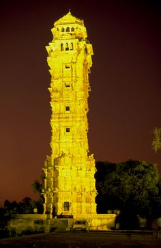 Victory Tower , commemorating the victory of Rana Kumbha, the Mewar king. Classical Architecture, Beautiful Architecture, Chittorgarh Fort, Union Territory, Tourist Places, Udaipur, Travel Planner, India Travel, Incredible India