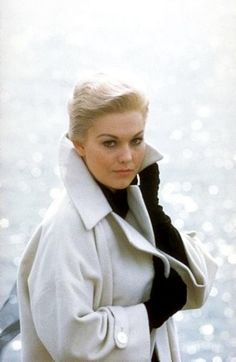 Kim Novak during the filming of Vertigo (1958)    (Doesn't it sometimes seem that - surprisingly - the 1950s were the high point of American culture?)