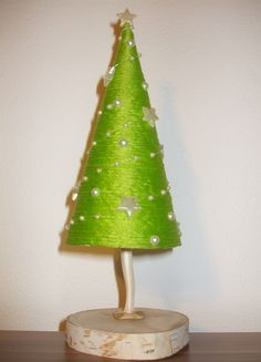 Christmas tree DIY Diy Christmas Tree, Christmas Ornaments, Holiday Decor, Home Decor, Table Decorations, Mesas, Decoration Home, Room Decor, Christmas Jewelry