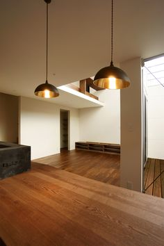 一文字の家|住宅|ダイニングのペンダントライト|pendant light|Futagami|一級建築士事務所Casa design Futagami, Robin, Ceiling Lights, Lighting, House, Design, Home Decor, Houses, Decoration Home