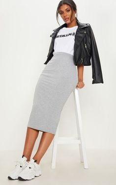 Grau melierter Ultimate Jersey Longline Midirock Source by medelburg midi skirt outfit Mode Outfits, Stylish Outfits, School Outfits, Long Skirt Outfits, Casual Pencil Skirt Outfits, Skirt Outfits For Winter, Outfit With Skirt, Midi Skirt Casual, Long Black Skirt Outfit