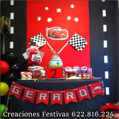 Mesa de cumpleaños de Cars Car Themed Parties, Cars Birthday Parties, Birthday Party Decorations, Race Car Birthday, Race Car Party, 3rd Birthday, Hot Wheels Party, Disney Cars Party, Disney Cars Birthday