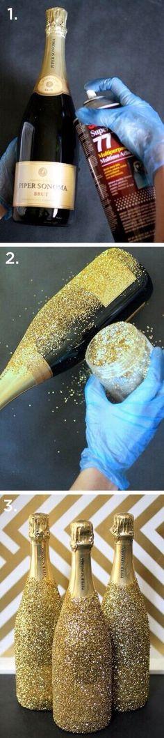 Garrafas com glitter para o ano novo