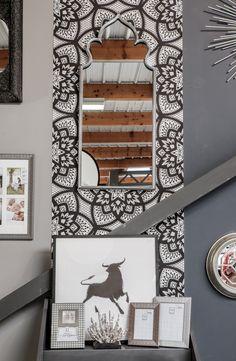 Le mélange de l'argent avec l'univers oriental ajoute une touche chic à votre décoration venue d'ailleurs !  En exposition au showroom d'Emdé
