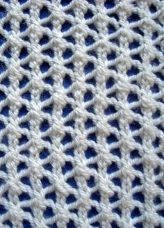 Star Rib Mesh #Knitting Stitch #Pattern. This is a simple 4 row pattern that's great for scarves and shawls.