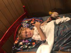 DIY Zipper Bedding • Mid Century Mom Twin Sheets, Twin Sheet Sets, Zipper Bedding, Plaid Fabric, How To Make Diy, Diy Bed, Soft Blankets, Sewing Basics, Diy Tutorial