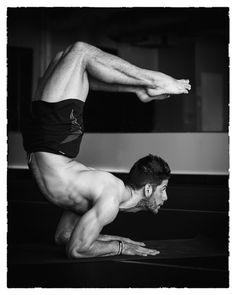 Fotógrafa captura belas imagens de homens praticando yoga | Estilo