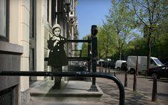 Inspiriert vom russischen Fotorgrafen Sergey Larenkov, der Bilder aus dem zweiten Weltkrieg mit heutigen Bildern kombinierte, hat nun das #Anne #Frank House in #Amsterdam eine eigene Bildserie gestartet. Die Bilder zeigen bekannte Orte in Amsterdam wie zum Beispiel der Dam-Platz, Museumplein oder Waterlooplein und geben einen Eindruck, wie Amsterdam während des Krieges und heute aussieht. #fotografie #photography #art #kunst