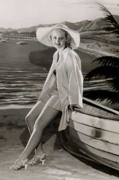 For more Bette pics and info, and all things Classic Hollywood, visit my website! Old Hollywood Stars, Golden Age Of Hollywood, Vintage Hollywood, Hollywood Glamour, Hollywood Actresses, Classic Hollywood, Divas, Bette Davis Eyes, Betty Davis