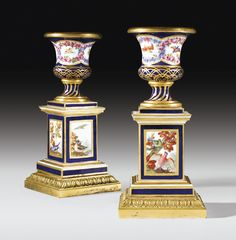 Paire de flambeaux en porcelaine tendre de Sèvres et bronze doré du XVIIIe siècle, datés 1769, la peinture probablement par Antoine-Joseph Chappuis A PAIR OF GILT-BRONZE MOUNTED SÈVRES SOFT-PASTE PORCELAIN CANDLESTICKS, 18TH CENTURY, DATED 1769