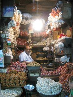 Mumbai (Bomba) market, India - Potatoes or garlic, anyone?
