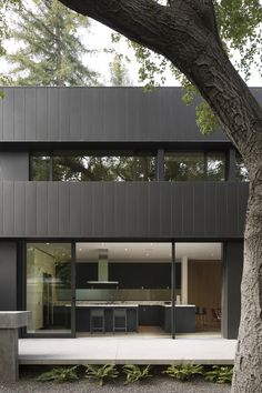 Tree House by Aidlin Darling engages with wooded site in Silicon Valley l Contemporary architecture house Wood Architecture, Residential Architecture, Contemporary Architecture, Interior Tropical, Wooden Staircases, Wood Tree, Indoor Outdoor Living, Concrete Floors, Loft