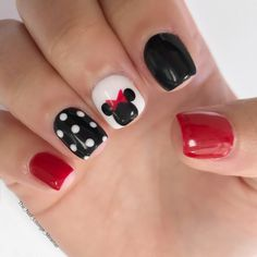 Take a look at these amazing ideas for a Disney manicure! From Mickey, Minnie and friends, to all the Disney princesses and iconic characters, you'll find the perfect Disney nails to finish off your look – as well as lots of ideas for fun with the kids. Disneyland Nails, Disneyland Trip, Nails By Lisa, Nail Design Glitter, New Nail Art Design, Cute Nail Art Designs, Nails Design, Minnie Mouse Nails, Mickey Mouse Nail Art