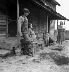 1930 Depression Family Life | Sharecropper family during the Great Depression