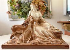 Online veilinghuis Catawiki: Vrouw met hertje - Art Deco aardewerk sculptuur