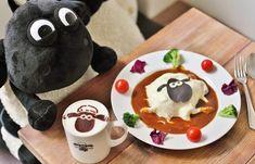 大阪・南船場にある「Shaun the Sheep Cafe(ショーン・ザ・シープ・カフェ)」はイギリス発のクレイアニメ「ひつじショーン」の世界が体験できるカフェ。店内には、ショーンやシャーリーなどキャラクターたちがいっぱいで、スイーツやドリンクもすべてが「ひつじのショーン」づくし!楽しい時間が過ごせますよ。