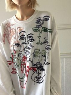 Embroidered Sweatshirts and Art, by Tessa Perlow on Etsy See our 'embroidery' tag Diy Fashion, Ideias Fashion, Fashion Outfits, Fashion Design, Diy Clothing, Custom Clothes, Diy Vetement, Painted Clothes, Mode Inspiration