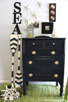The best navy paint for furniture -  nautical coastal makeover #paintedfurniture #ad